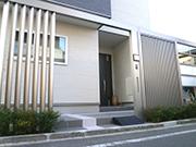 プラスGでスタイリッシュなファサード – 大阪府大東市 U様邸の詳細はこちら