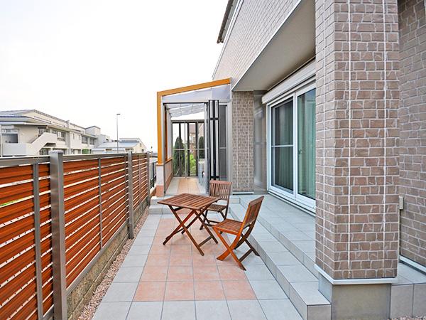 目隠しも兼ねたガーデンルーム空間 – 大阪府茨木市 K様邸