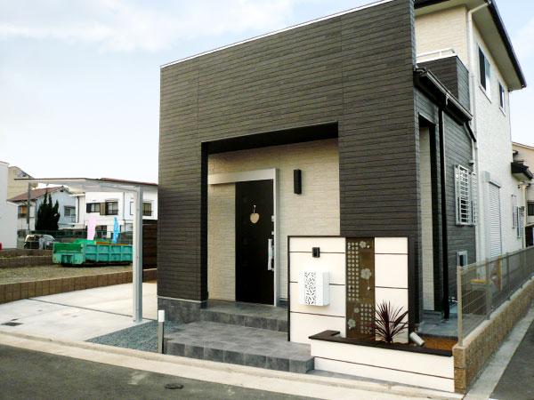 建物とも相性の良いアジアンリゾートなエクステリア – 大阪府和泉市 M様邸