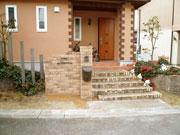 周りの雰囲気に合った門柱 – 大阪府和泉市 M様邸の詳細はこちら