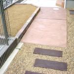 色の着いたコンクリートと枕木(コンクリート製)