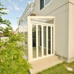 ガーデンルームの側面は折り戸パネル仕様。