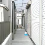洗濯干し場にもテラス屋根を設置。LIXILサンクテラスⅡ 前面スクリーンは熱線遮断ポリカーボネードを選択。