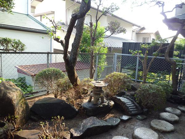 自然素材で手入れが楽な庭に – 大阪府箕面市 K様邸の施工前
