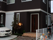 枕木、天然木平板で天然素材の風合い – 大阪府堺市 S様邸の詳細はこちら