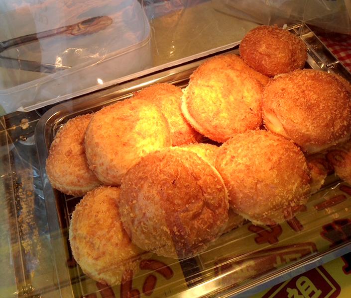 25日限定!! 移動カレーパン屋さんの焼きたてパンが食べられる!