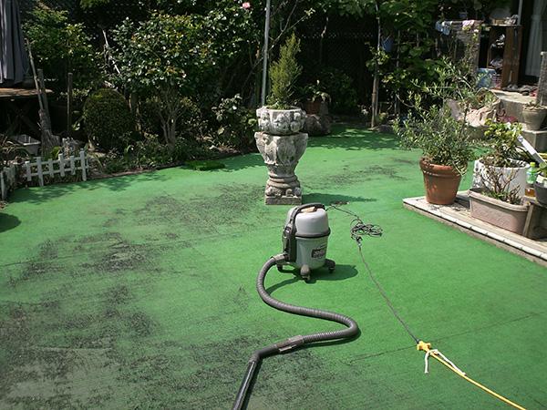 雨上がりでもお庭で過ごせる人工芝のお庭 – 大阪府吹田市 A様邸の施工前
