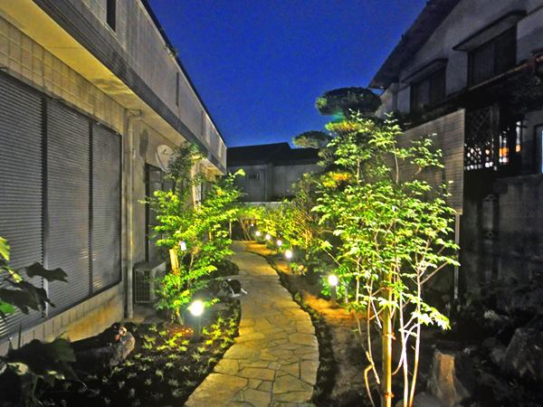 【夜】雑木林風のお庭にリフォーム~吹田市Y様邸