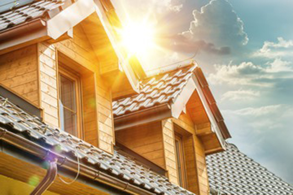 夏場の電気代節約や、冷房病対策に有効な「シェード」「オーニング」「軒」