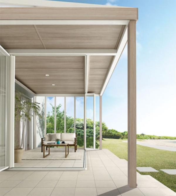現代の家でも取り付けられる軒。屋内だけでなく、屋外も涼しく