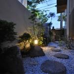 和室まわりは和風庭に:夜