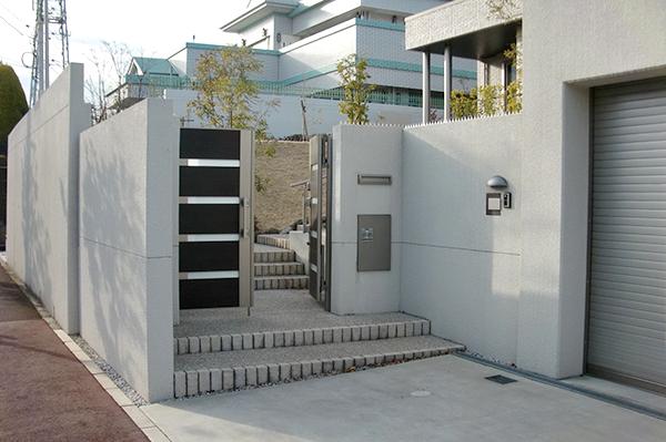 広々とした駐車場のあるエクステリアへ – 大阪府高槻市 T様邸の施工前