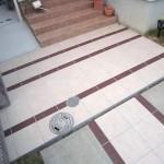床のタイル貼りは寸法と色を変えてデザインしました。