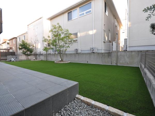 広い人工芝の庭 – 大阪府箕面市 N様邸