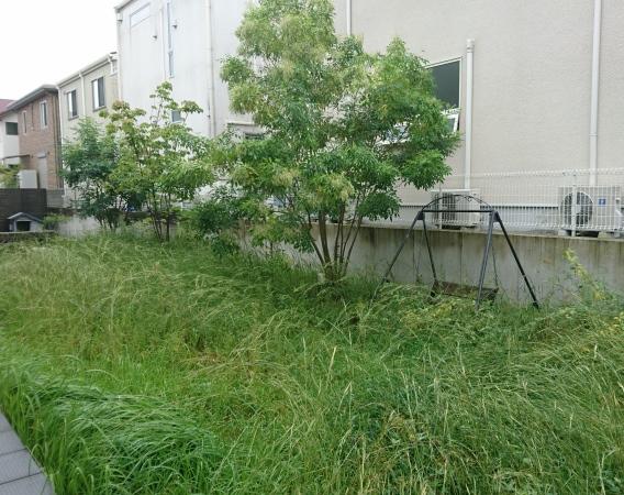 広い人工芝の庭 – 大阪府箕面市 N様邸の施工前