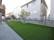 広い人工芝の庭 – 大阪府箕面市 N様邸の詳細はこちら