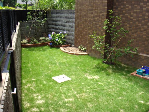 お子様が遊べる芝生のお庭 – 大阪府豊中市 B様邸