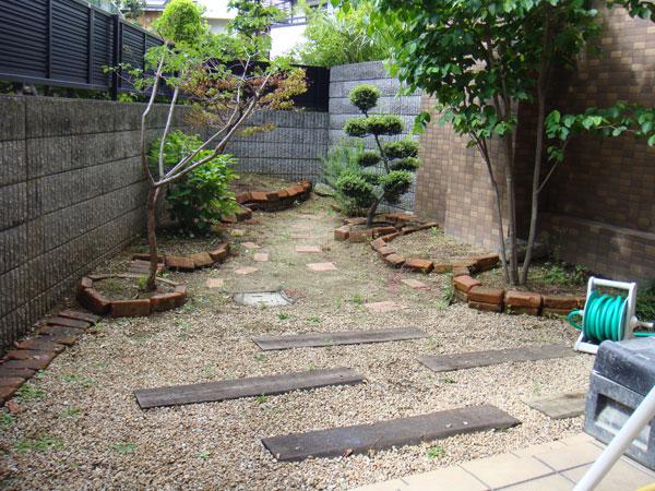 お子様が遊べる芝生のお庭 – 大阪府豊中市 B様邸の施工前