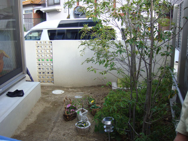 モダン風 レンガ花壇のお庭 – 大阪府豊中市 I様邸の施工前