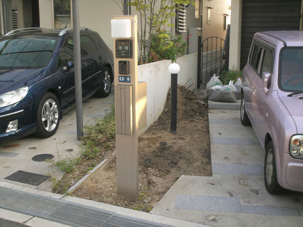 周囲とはひと味違う門柱まわりにリフォーム – 大阪府豊中市 I様邸の施工前