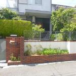 施工前:道路際の花壇は前面道路幅が狭い為、解体のご希望
