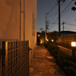 施工後:植栽帯のポールライトがお庭に誘導してくれます
