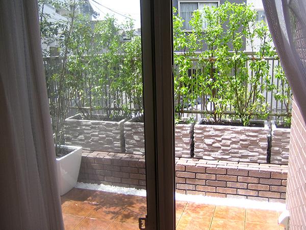 緑を楽しめる屋上スペース – 大阪府豊中市 M様邸