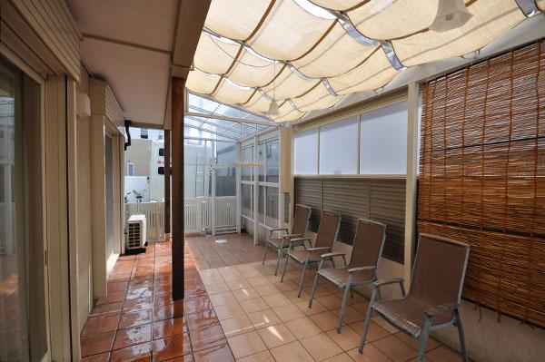 シェードとテラスで日除け&雨の心配がなくなった庭 – 大阪府豊中市 M様邸