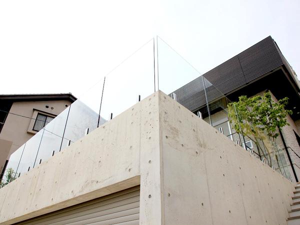 景色を取り込むガーデンフェンス – 大阪府豊中市 M様邸