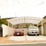 施工後:迫力のフーゴRワイドを設置した車庫は駐車4台可能です。
