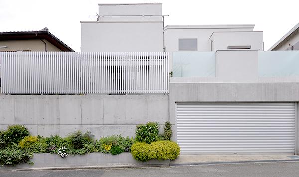 白い家のシンプルガーデンリフォーム~豊中市O様邸