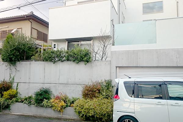 白い家のシンプルガーデンリフォーム~豊中市O様邸の施工前