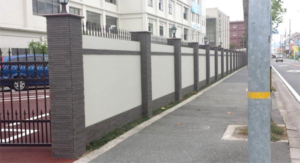 施工後:控え壁が無く高さ2m40㎝まで施工できるアートウォール【四国化成施工作品コンテスト:2013年全国入選】
