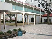 【校内施設工事:渡り廊下】伝統を感じさせる格式高い外観・明るく安全な構内へ – 兵庫県尼崎市 百合学院中・高等学校の詳細はこちら