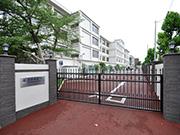 【校内施設工事:駐車場入口】伝統を感じさせる格式高い外観・明るく安全な構内へ – 兵庫県尼崎市 百合学院中・高等学校の詳細はこちら