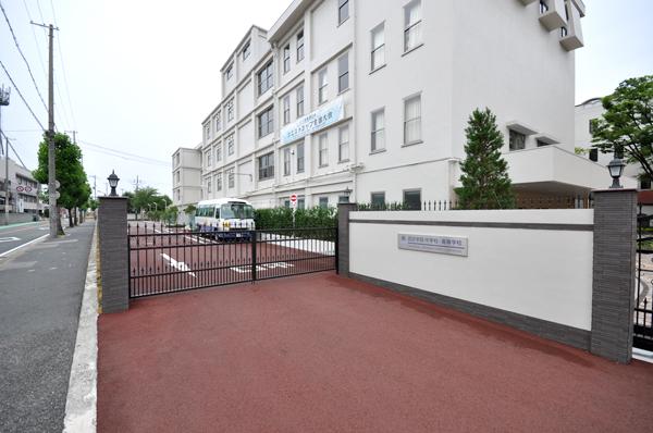 施工後:駐車場からの見通しの良い出口