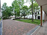 【植栽工事:広場】伝統を感じさせる格式高い外観・明るく安全な構内へ – 兵庫県尼崎市 百合学院中・高等学校の詳細はこちら