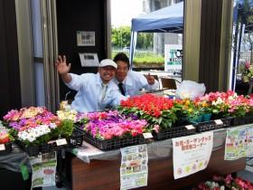 花とガーデングッズの販売も好評でした♪