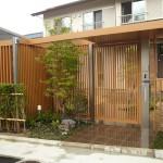 建物の木調色とプラスGイタリアンウォールナット色がマッチ