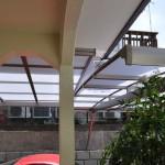 カーポートとテラスの屋根の隙間を加工し雨にぬれないように(1)