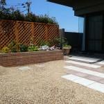 レンガ造りの花壇
