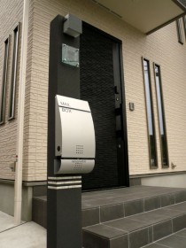 建物と相性の良い機能門柱