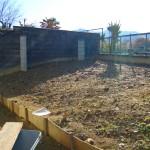 既存の土が多いので花壇を計画