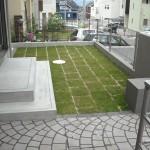 シンプルながら芝生で緑をプラス