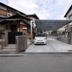 移動柱仕様のカーポートを使い広々とした駐車場へ