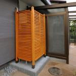 施工後:木製ラチスフェンスで風通しをよくしながら目隠しを