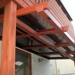 アルミで出来た木調のテラス屋根