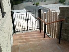 延石と鋳物フェンス
