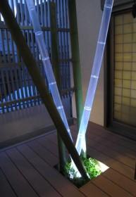 LED照明を仕込んだ竹のオブジェ(夜)