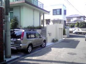 増設した駐車スペースとアプローチ